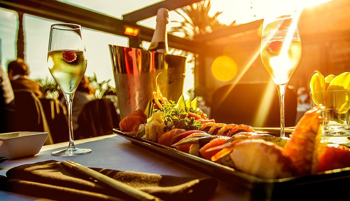 Increíbles ofertas para la cena - Cena servida en una mesa