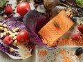 Tenga una dieta saludable con pecscasdos, verduras, frutas y granos