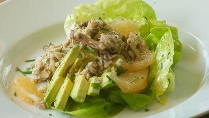 Recetas para prevenir el cancer de colon: Ensalada de cangrejo con toronja, aguacate y hojas tiernas de verduras