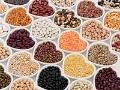 Recipientes con variedad de granos - Buenas razones para incluir legumbres en tu dieta