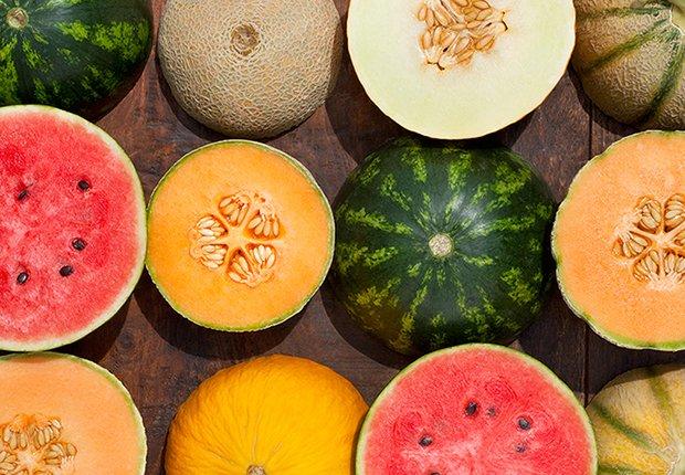 Datos curiosos sobre los melones - Melones sobre una mesa