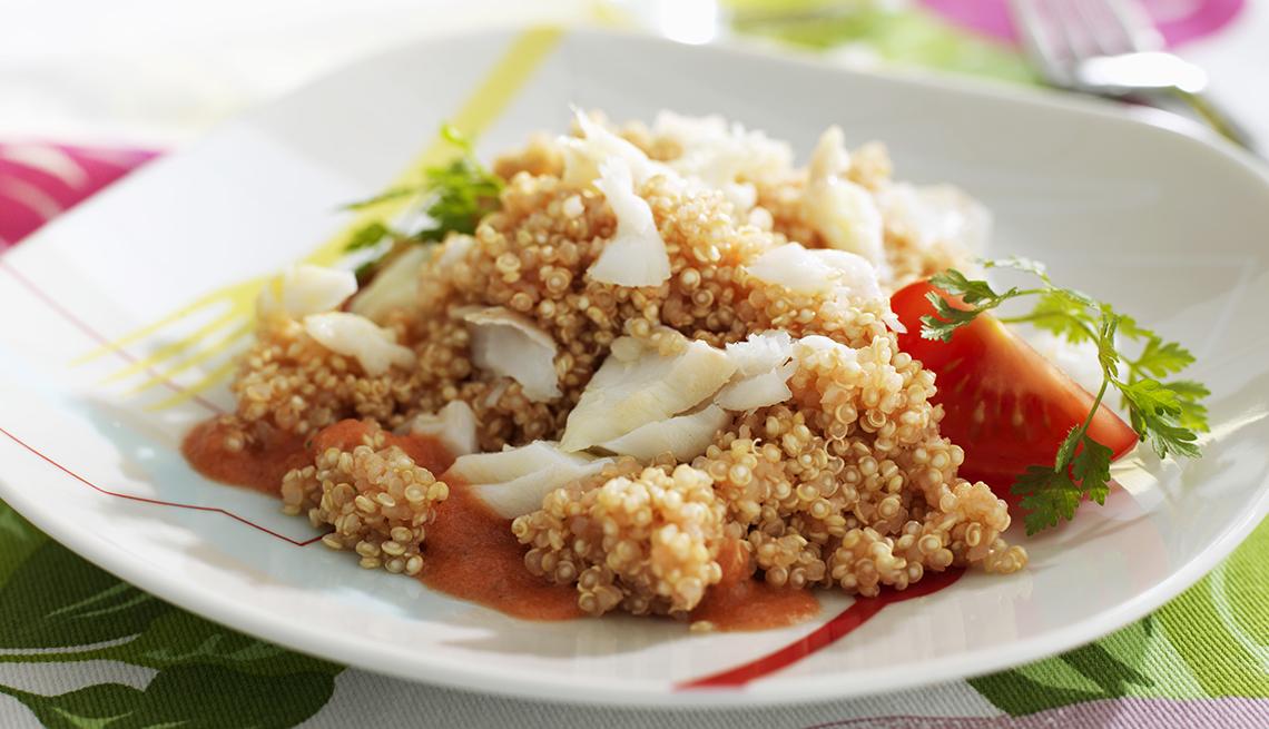 item 9 of Gallery image - Plato de servido con pescado y quinoa