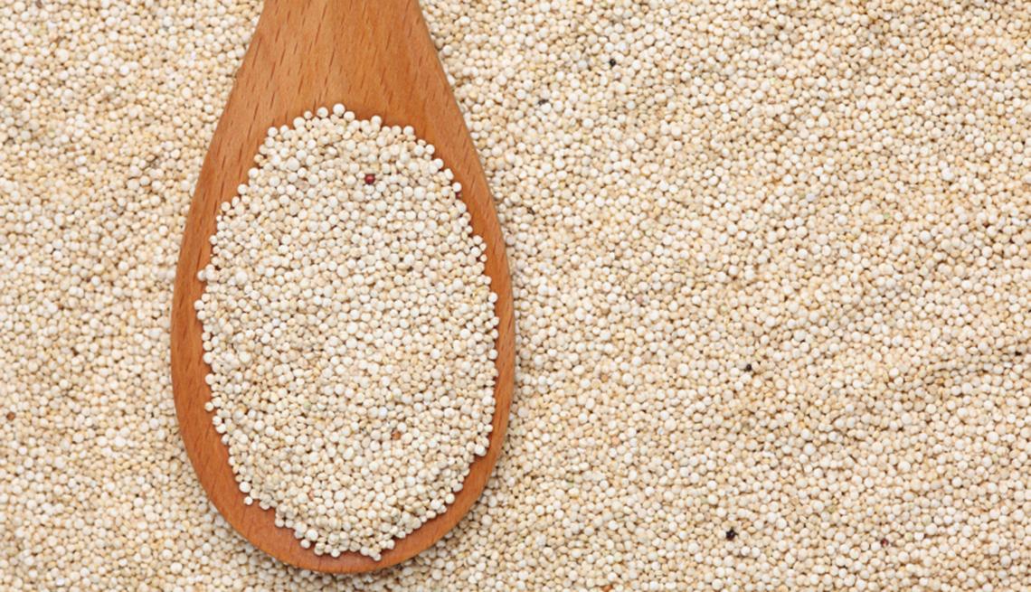 item 6 of Gallery image - Quinoa en una cuchara de madera