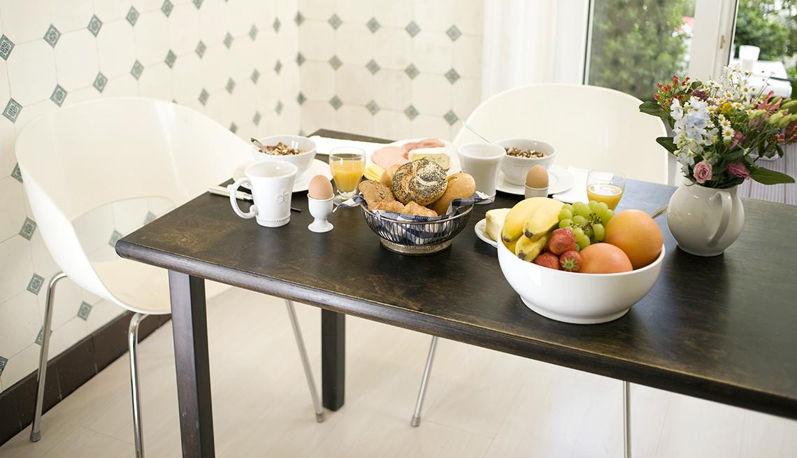 item 11 of Gallery image - Mesa con desayuno servido