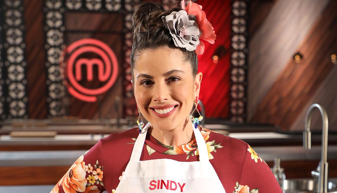 Sindy Lazo sonríe en la cocina