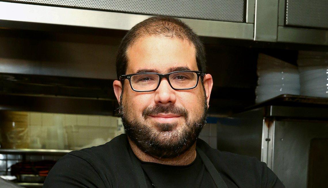 Chef Jose Enrique en la cocina