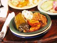 Tamales, plátanos, arroz y lentejas