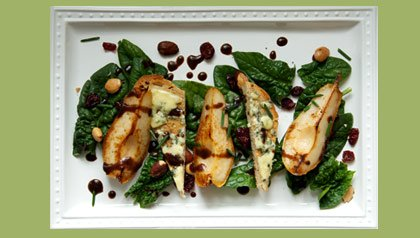 Meatless monday recipe spinach salad with pears and blue cheese toasts