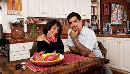Zarela Martinez y el chef Aaron Sanchez, madre e hijo hablan de su relación y de recetas.