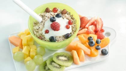 Postre para diabéticos: Ensalada de frutas con avena tostada