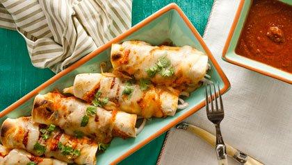 Enchiladas de pollo en salsa roja