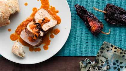 Lomo de cerdo asado con salsa Romesco – receta por Denisse Oller.