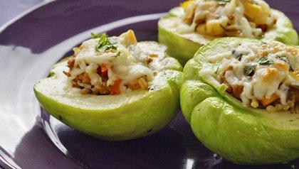 Los chayotes rellenos de queso de Oaxaca, receta de Denisse Oller