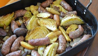 Plato fáciles - recetas para la cena - Salchichas italianas con patatas y repollo