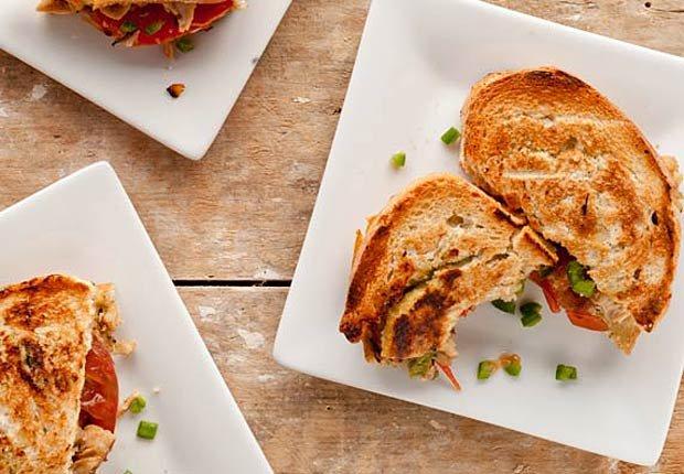 Panini de pernil con mostaza de miel y jalapeño - 7 recetas saludables de cerdo