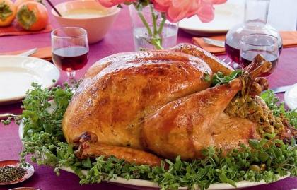 Cena de Acción de Gracias mesa con un pavo, la receta para vacaciones