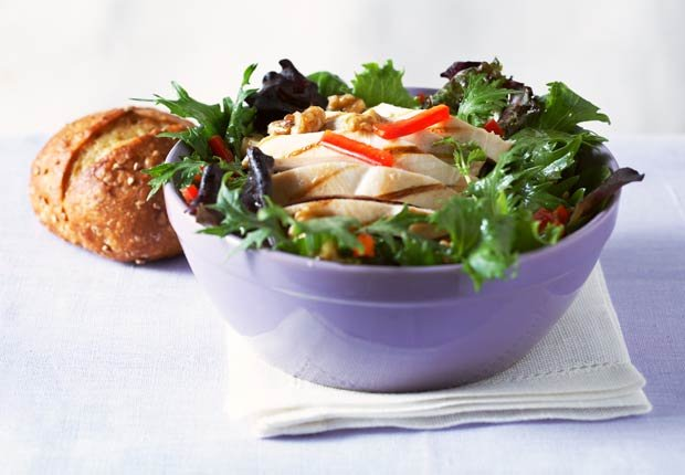 Ensalada de pollo a la parrilla - 10 ensaladas que le van a encantar