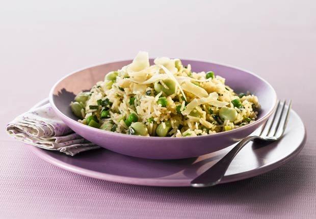 Ensalada de arroz con habas, guisantes y menta - 10 ensaladas que le van a encantar