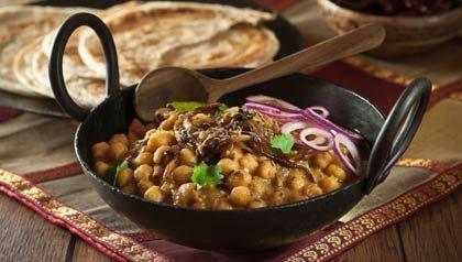 Chana Masala es un plato vegetal popular en la cocina india. El ingrediente principal es garbanzos. Es seco y picante.