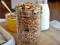 Una merienda de granola con arándanos y nueces - Meriendas para una mejor salud mental