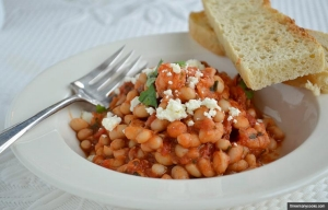 Frijoles Blancos y tomate guisado con camarones y carne - Receta de Pam Anderson