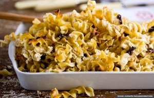 Crunchy Kugel in Baking Dish, Cookstr recipes for Hanukah (Scrivani, Andrew/the food passionates/Corbis)