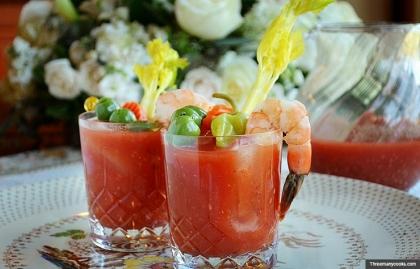Bloody Mary. Holiday cocktail recipes. (Threemanycooks.com)