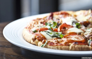 Delicious pizza, Cookstr recipes for pizza and flatbread (Vetta/Getty Images)