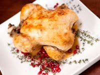Pollo asado con salsa de granada y nueces - Recetas para el día de San Valentín