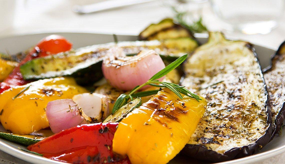 Ensalada de cebollas, zucchini y berengena