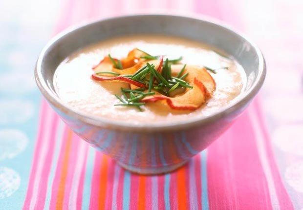 Receta de sopa de apio, manzana y castañas  - Recetas para el día de la madre