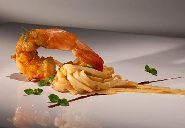 Camarón con fettucine y mantequilla, Receta del Chef Alex Atala - Recetas para el día de la madre