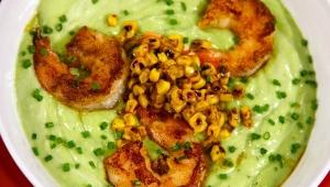 Sopa de maíz con aguacate y camarones, Receta de Chef James Tahhan