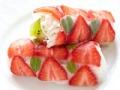 Rollitos de fresa y kiwi con salsa de chocolate
