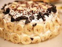 Torta de banana split con helado y whiskey