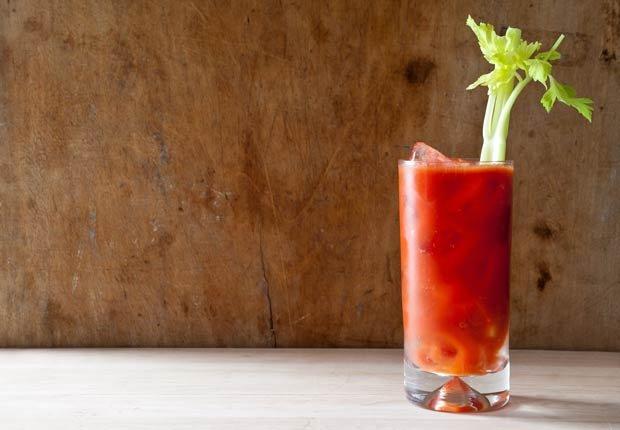 Jugo de tomate y apio - Recetas de jugos saludables de fruta fresca