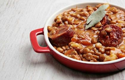 Sopa de lentejas con chorizo y tomates