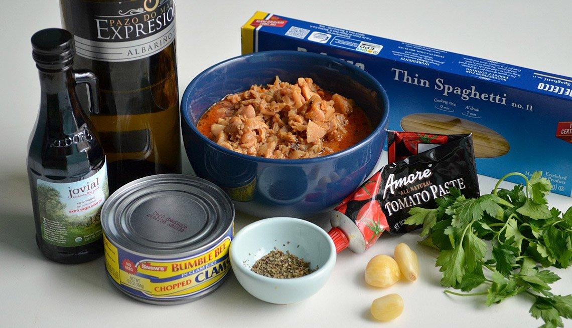 Ingredientes para cocinar sobre la mesa