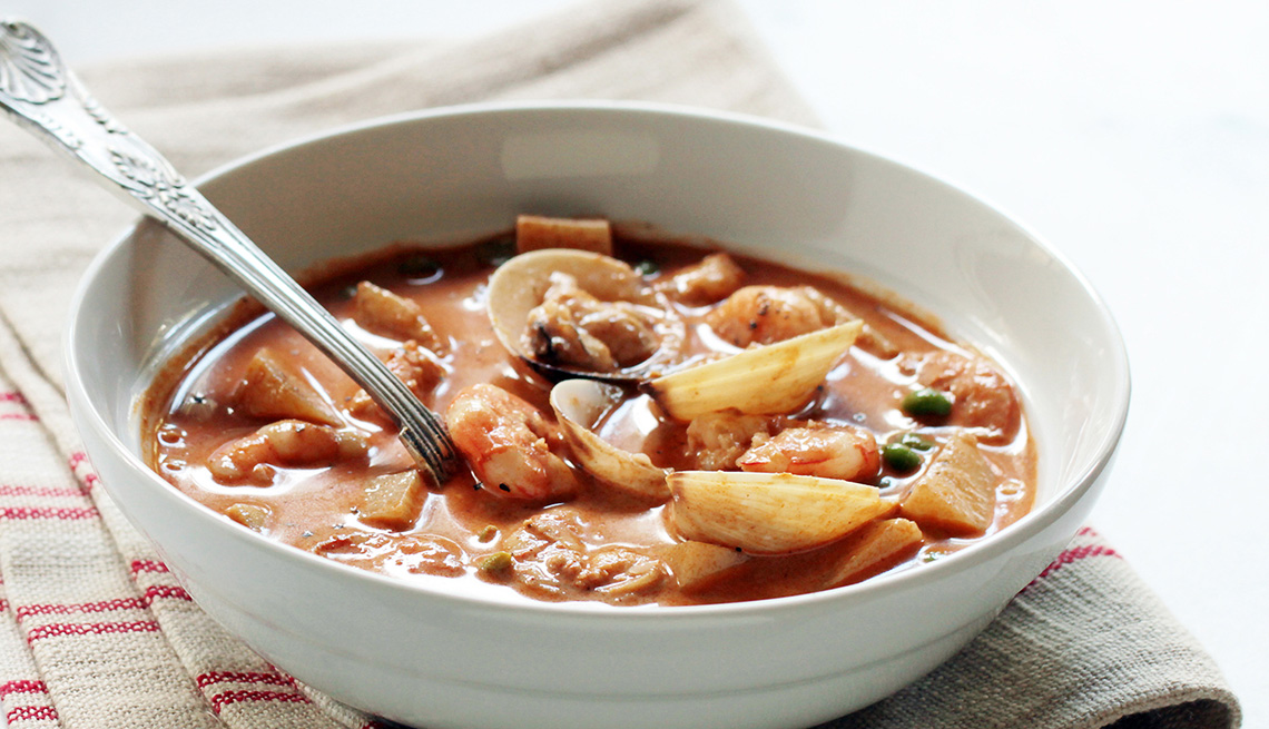 item 17 of Gallery image - Sopa fragante de mariscos con caldo de chocolate