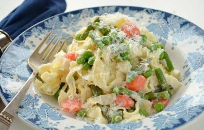 Fettuccine con ricotta y verduras de primavera - Cena para dar la bienvenida a la primavera