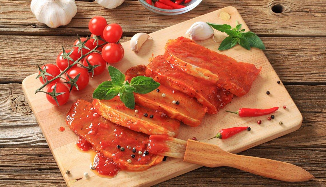 Chuletas de cerdo marinadas con especias y jugo de naranja
