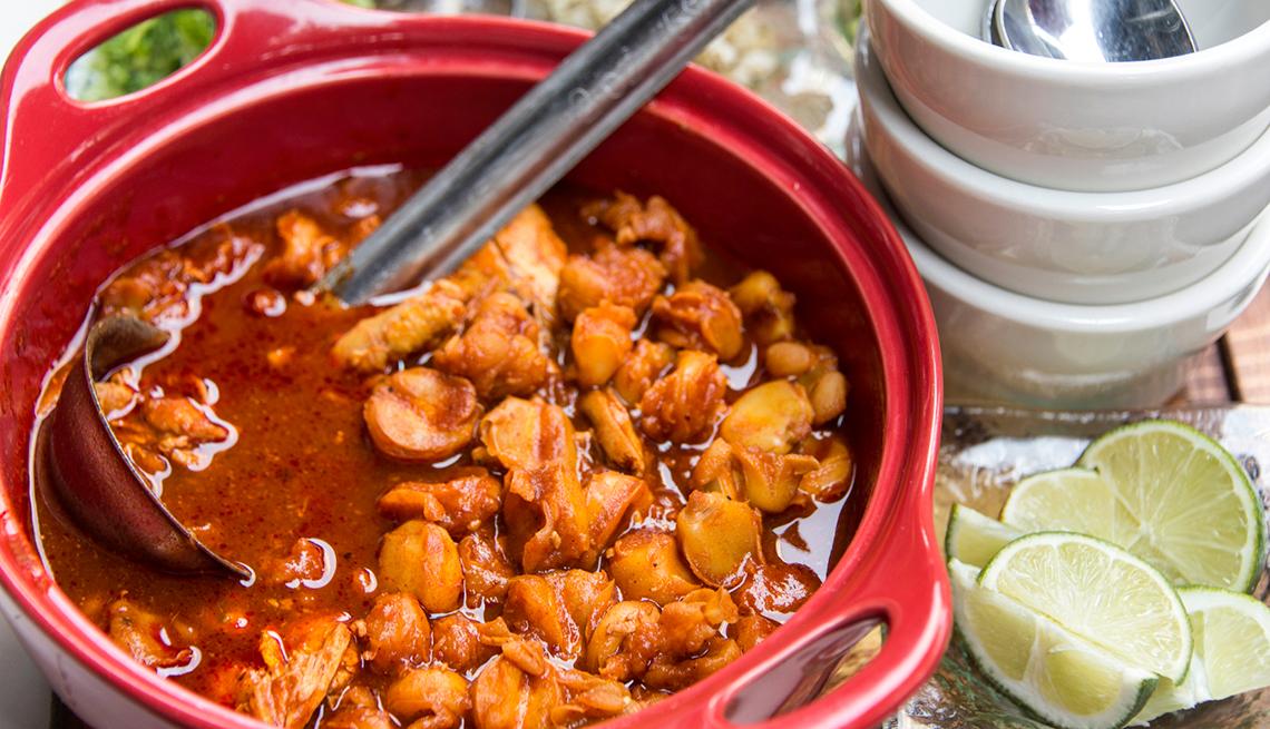 Receta fácil de guisantes con prosciutto, tomate y cebolla