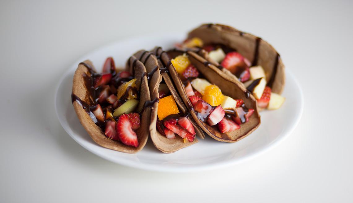 Tacos de fruta con tortillas de chocolate