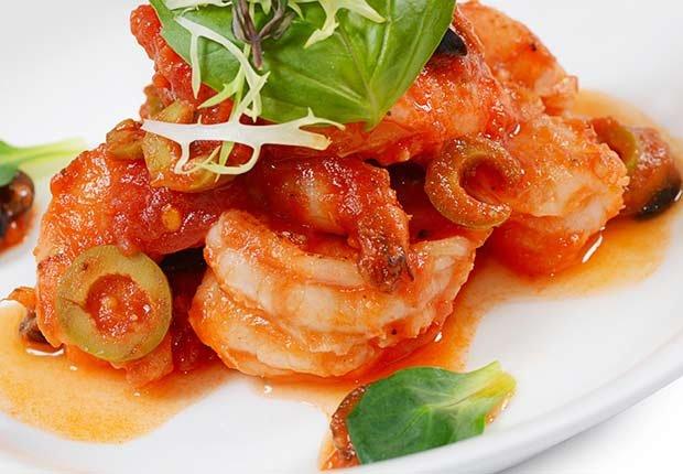 Recetas de camarones con sabor latino - Camarones con tomate y aceitunas