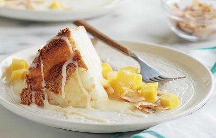 Pastel de ángel con mango y coco tostado - Tres recetas con ingredientes primaverales