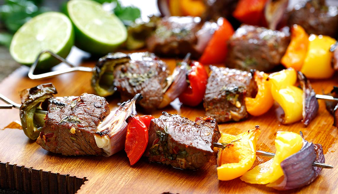 Brochetas de bistec de aguayón al ají