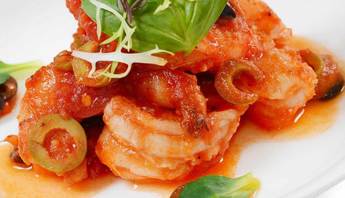 Shrimps in tomato sauce with olives