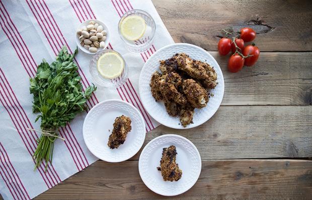 Alitas de pollo empanizadas con pistachos
