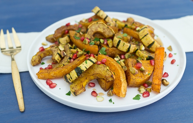Zapallo asado picante con pistachos y semillas de granada
