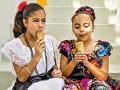'Mexican Ice Cream': Sabor, folclore  y nostalgia - Dos niñas comiendo helado